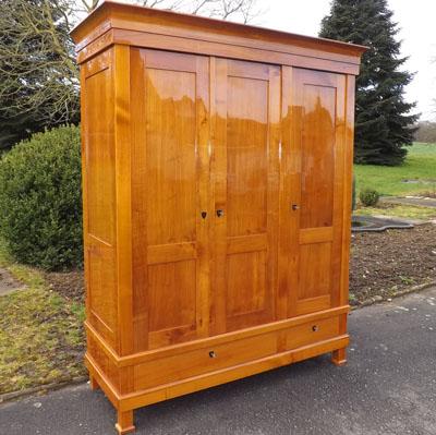 Fachhandel für antike Biedermeier Möbel in Kirschbaum